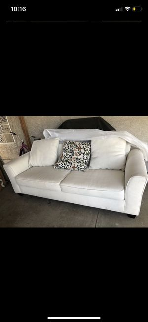 White / beige couch/ sofa for Sale in Fontana, CA