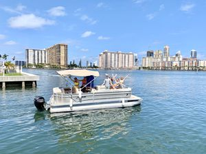 24ft Party Pontoon Boat for Sale in North Miami Beach, FL