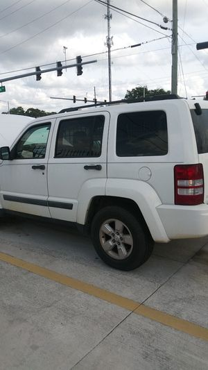 2009 jeep liberty. Needs head gasket for Sale in Orlando, FL