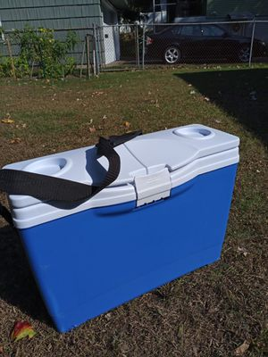 Rubbermaid the slim cooler 13 quart brand new for Sale in Waterbury, CT