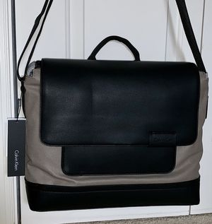 NWT 🔥 Calvin Klein Messenger Bag Travel Case for Sale in Purcellville, VA