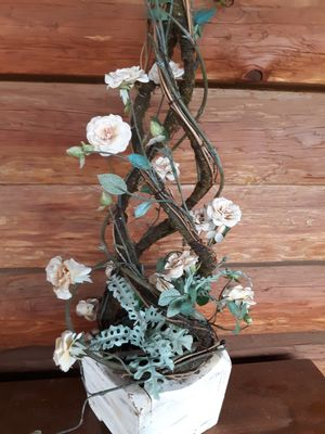 Flower garden topiary in wood pot for Sale in Folsom, CA