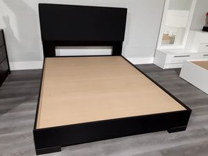 New queen bed frame mattress is not included for Sale in Pompano Beach, FL