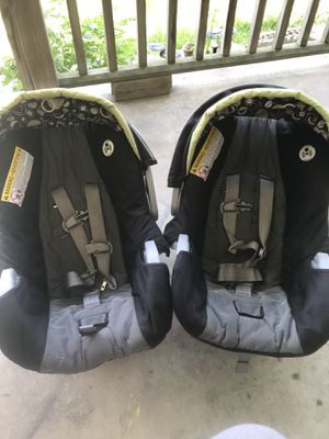 Two Graco infant car seats for Sale in Lockbourne, OH