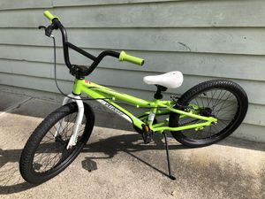 20 inch Specialized bike in EXCELLENT CONDITION!! for Sale in Puyallup, WA