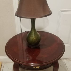 Small Round Table With Lamp👉Good Condition 👉L😎😎k My Page For Baby Stuff And M😉r€ for Sale in Houston, TX