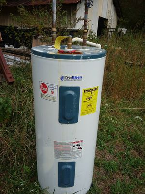 40 gal electric water heater for Sale in Granite Quarry, NC