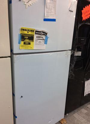 Refrigerator Whirlpool, 1 year warranty, The door has a stroke. for Sale in West Palm Beach, FL