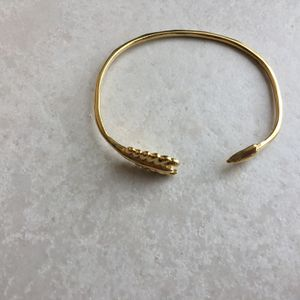 Stella And dot Gold Arrow Cuff bracelet for Sale in Fort Lauderdale, FL