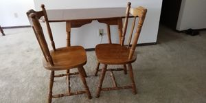 Drop leaf table with 2 chairs. for Sale in Peoria, IL
