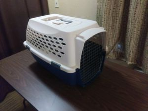 Nice clean pet carrier for Sale in Columbus, OH