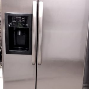 GE SXS STAINLESS STEE APT SZ REFRIGERATOR for Sale in Ontario, CA
