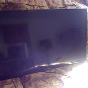 32 Inch Tv And Mount for Sale in Stockton, CA