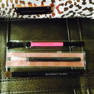 VS makeup brushes! for Sale in Kansas City, MO