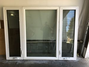 vinyl replacement windows in great shape casement left and one right. center dead lite can be all joined together or separate. low e glass with argon for Sale in Farmington, CT
