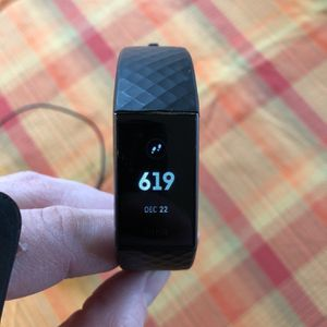 Fitbit Charge 3 for Sale in Ravensdale, WA