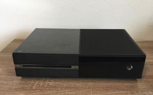 Xbox One (500gb) w/ controller for Sale in Greenville, SC