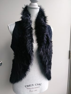 BLACK FUR & KNIT VEST. for Sale in Bothell, WA