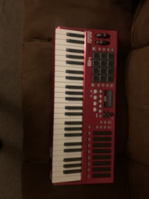 AKAI MAX49 PROFESSIONAL USB MIDI KEYBOARD for Sale in Chicago, IL