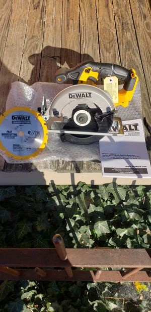 Dewalt 20v 6 1/2 circular saw for Sale in Columbus, OH