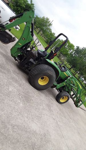 John Deere Tractor for Sale in Crosby, TX