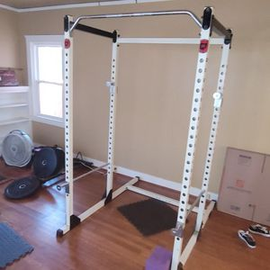 Squat Rack, 385# of ROGUE HD Plates, Flat Bench, 45# Olympic Bar, 20# Curl Bar, ROGUE Horizontal Plate RACK for Sale in Sacramento, CA