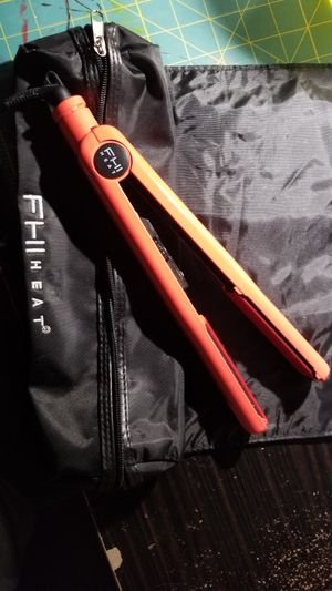 FHI HEAT HAIR STRAIGHTENER WITH HEAT RESISTANT CASE for Sale in Harrison charter Township, MI