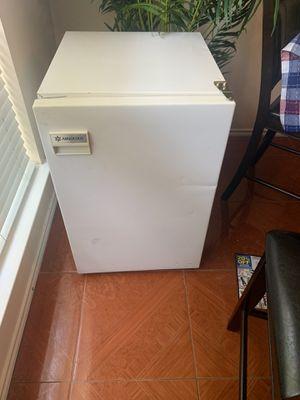 Mini fridge for Sale in Katy, TX