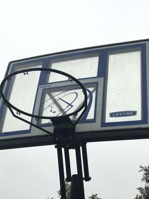 Basketball hoop for Sale in Gardena, CA