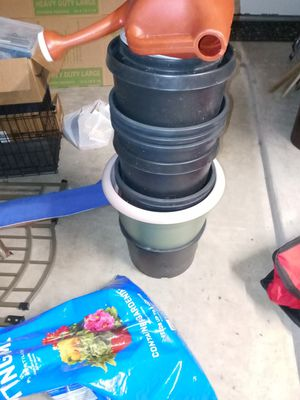 Planting garden pots and soil for Sale in Leander, TX
