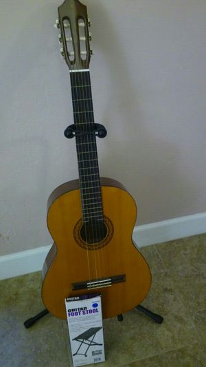 Yamaha classical guitar C40 Natural post 9 - 23 - 18 for Sale in Lehigh Acres, FL