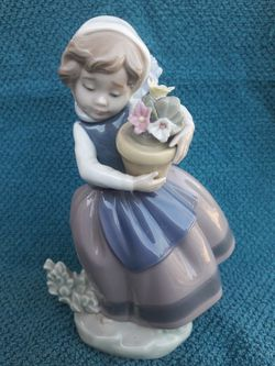 Lladro figurine Daisa 1983 for Sale in Citrus Heights,  CA