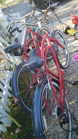 2 Schwinn cruiser bikes for Sale in Hyattsville, MD