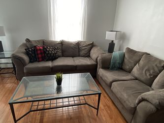 Couch / Coffee table / End tables / Lamps for Sale in Marlborough,  MA