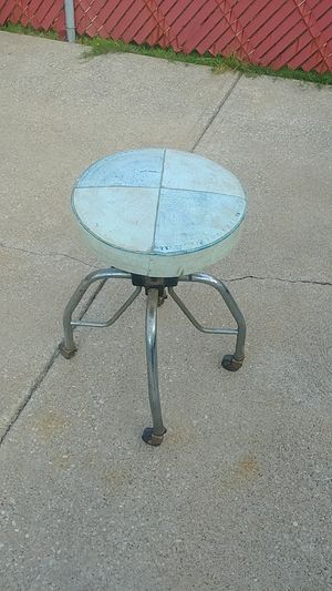 Vintage Adjustable Stool for Sale in Brooklyn, OH