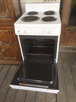 Apartment size stove /oven excellent condition for Sale in Palmyra, MO