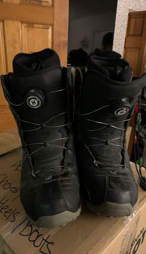 DC SNOWBOARD BOOTS 9 1/2 for Sale in North Kingstown, RI
