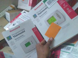 Non-programming and programming thermostat for Sale in Las Vegas, NV
