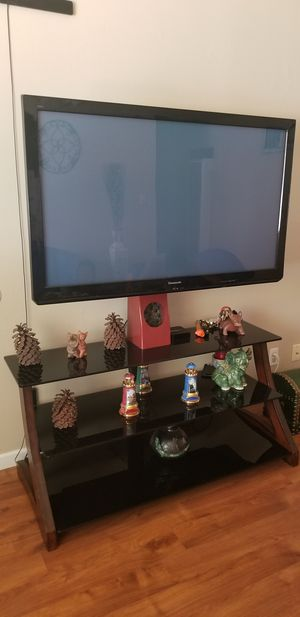 TV an TV stand for Sale in Fresno, CA