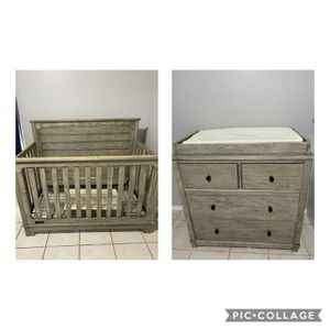 Crib & changing table with drawers/ Cuna y mesa para cambiar con cajones for Sale in Fresno, CA