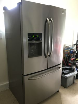 Fridgidare French door refrigerator for Sale in Chula Vista, CA