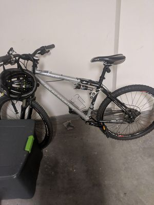 Mountain bike with disc brakes for Sale in Long Beach, CA
