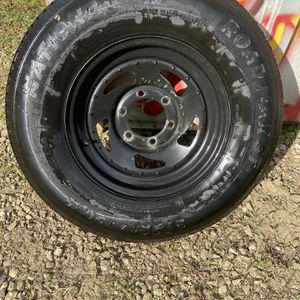 Like New 6 Lug Trailer Tire (only 1) Spare for Sale in Los Angeles, CA