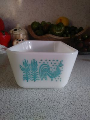 Pyrex butter print fridgie without lid for Sale in Tacoma, WA