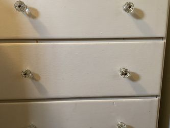 Solid Wood Dresser With Glass Knobs for Sale in Tacoma,  WA