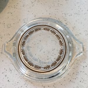 Pyrex glass lid with gold design, fits 1 1/2 pint Pyrex dish for Sale in Fort Lauderdale, FL