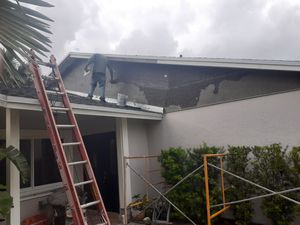 I do pressure washer cleaning paint roof work new roof drywall framing finish level 5 install doors do stucco work for Sale in Homestead, FL