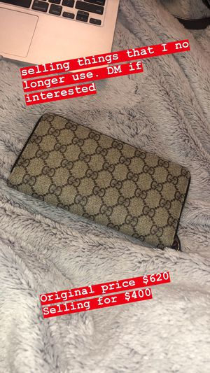 Women's Gucci GG Supreme Zip Around Canvas Wallet for Sale in Los Angeles, CA
