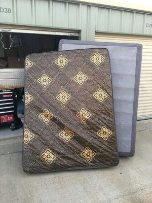 Queen mattress & box springs Like New for Sale in Batesville, MS