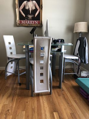Glass table and chairs for Sale in Nashville, TN